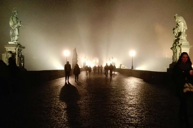weekend-in-praag-karelsbrug-s-nachts