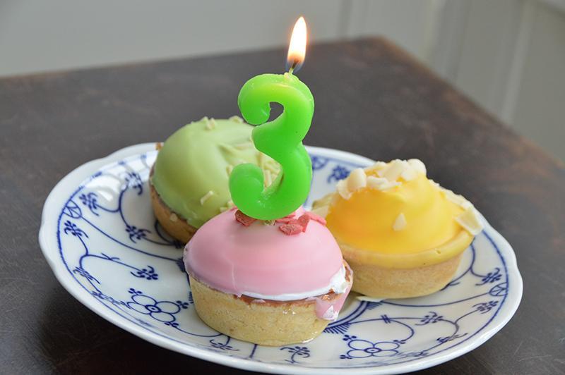 Twintigennogwat.nl bestaat 3 jaar - taartje