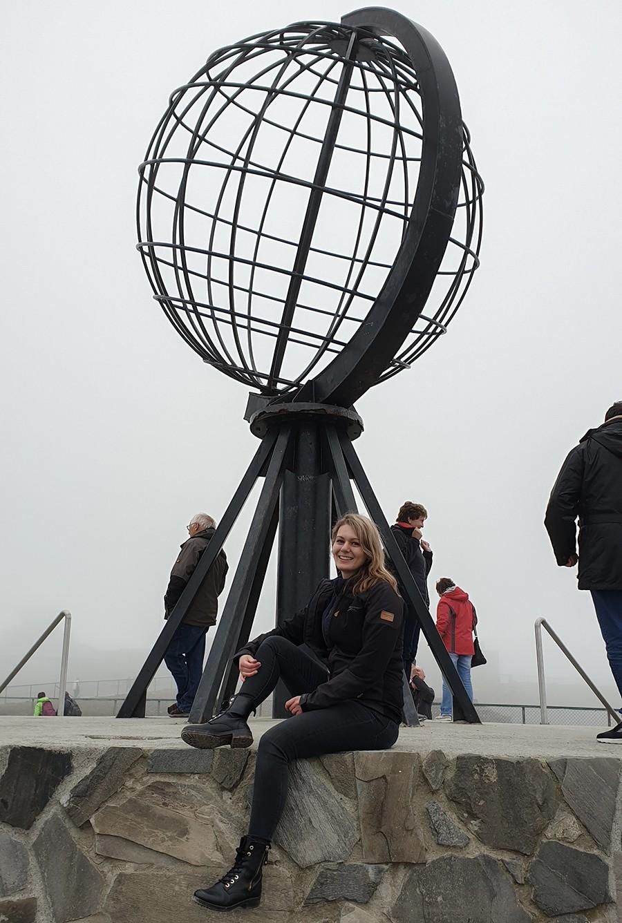 Amy bij Globe - Noordkaap - sommarmorgon.com