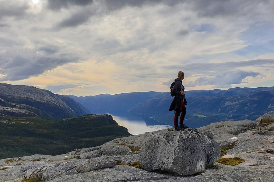 Uitkijken over het Lysefjord - sommarmorgon.com