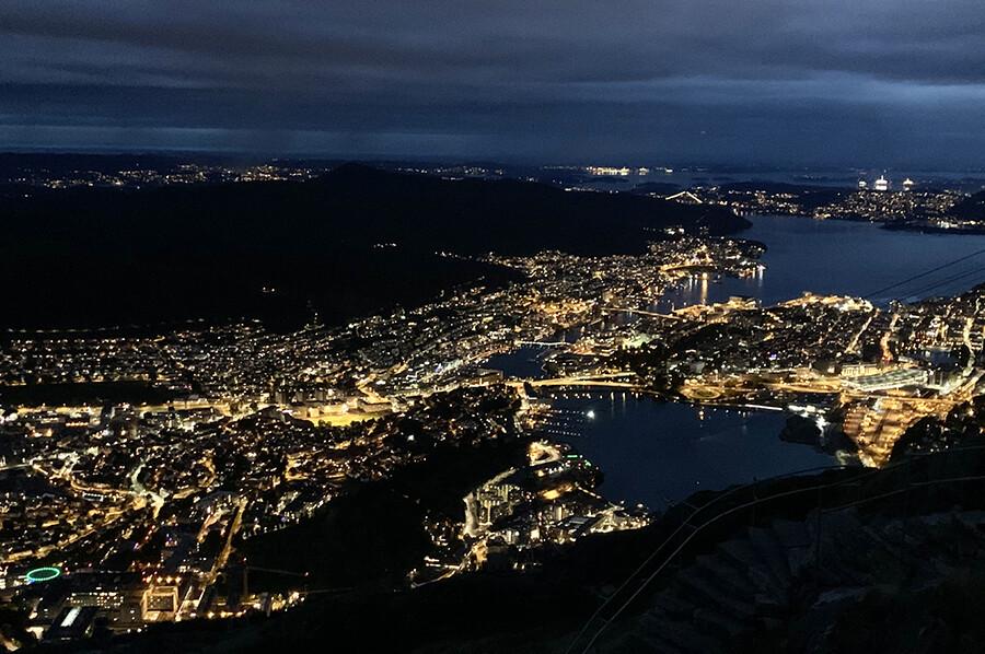 Beklim de berg Ulriken - Bergen by night - sommarmorgon.com