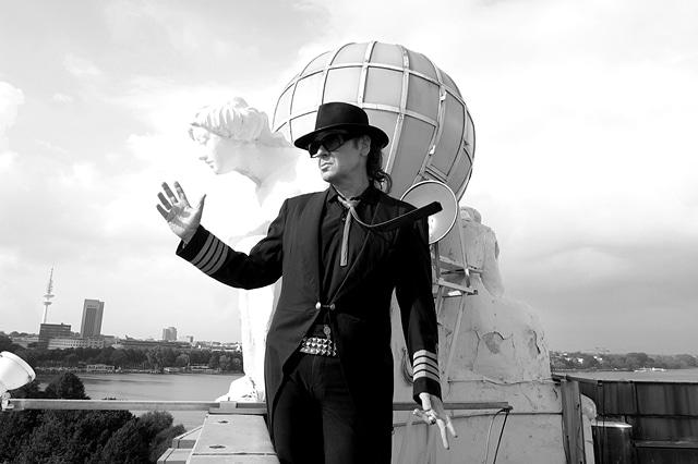 Udo Lindenberg auf dem Dach des Atlantic
