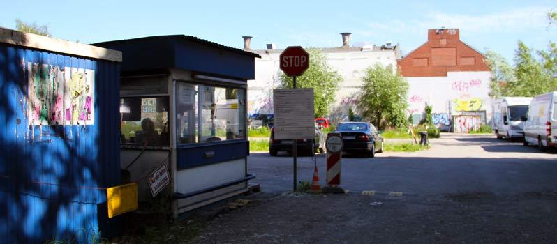 Protest gegen die Planung für den Parkplatz neben dem Zeise Kino in Ottensen