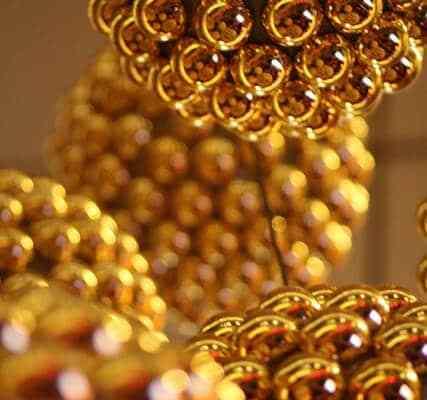 Casine Royal und goldiger Modeschmuck