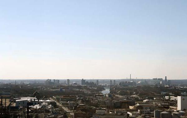 Ausblick über die Industrie im Hamburger Hafen