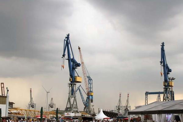 Hamburger Hafen: Kräne bei Blohm+Voss