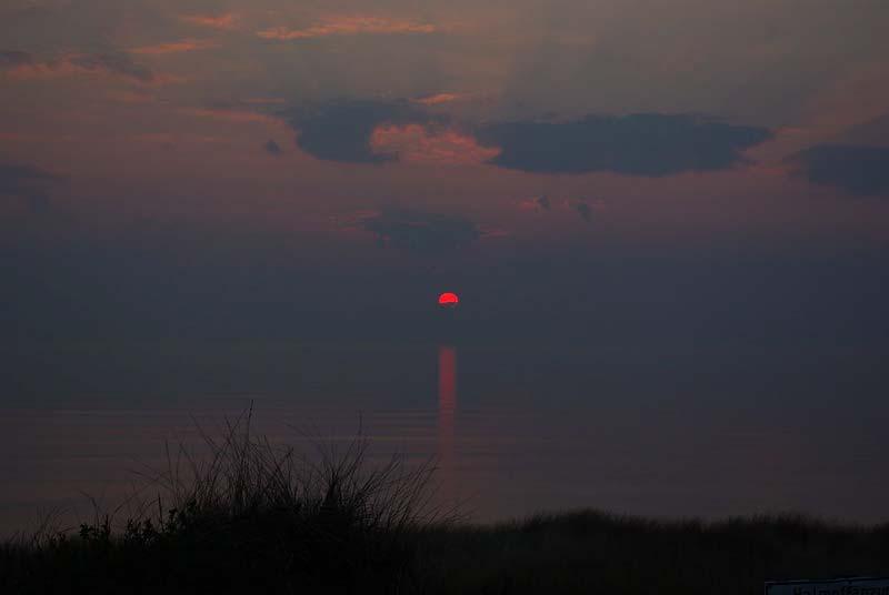 Sonnenuntergang an der Nordsee: Ein aktiver Sommer in Hamburg