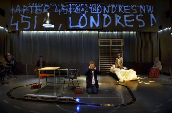 El curiós incident del gos a mitjanit - Teatre Lliure - (c) Ros Ribas