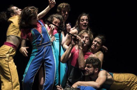 Esquerdes Parracs Enderrocs - (c) May Zircus