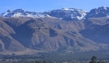 Panoramica del imponente Tunari, cubierto de nieve