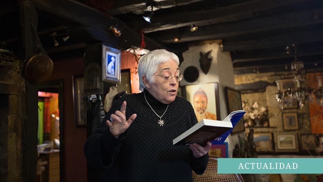 Entrevista a la escritora Toti Martínez de Lezea