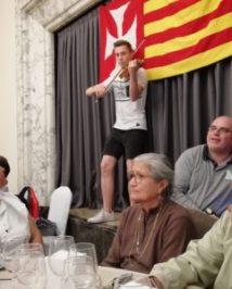 Un joven de la parroquia Mare de Déu de la Mercè, de Lleida, ofreció un breve concierto de violín.