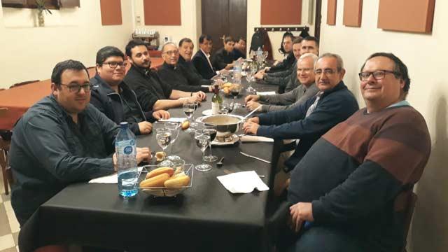 Grupo completo de religiosos asistentes al módulo Discernimiento vocacional y acompañamiento espiritual, en Barcelona.
