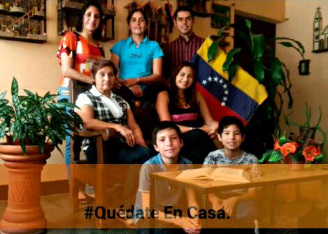 Joven formando del Seminario Mercedario en Venezuela, con su familia.