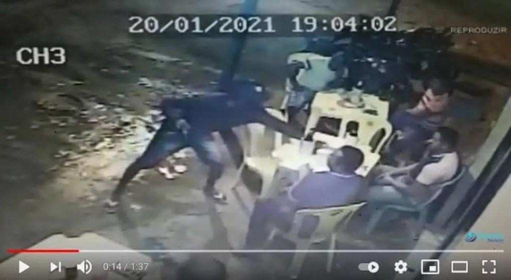 assaltantes 1 Assaltantes armados fazem arrastão em estabelecimento no Novo Amarante
