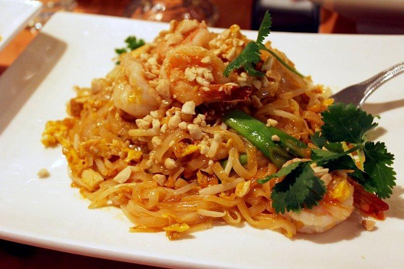 Degusta el auténtico pad thai de Tailandia b