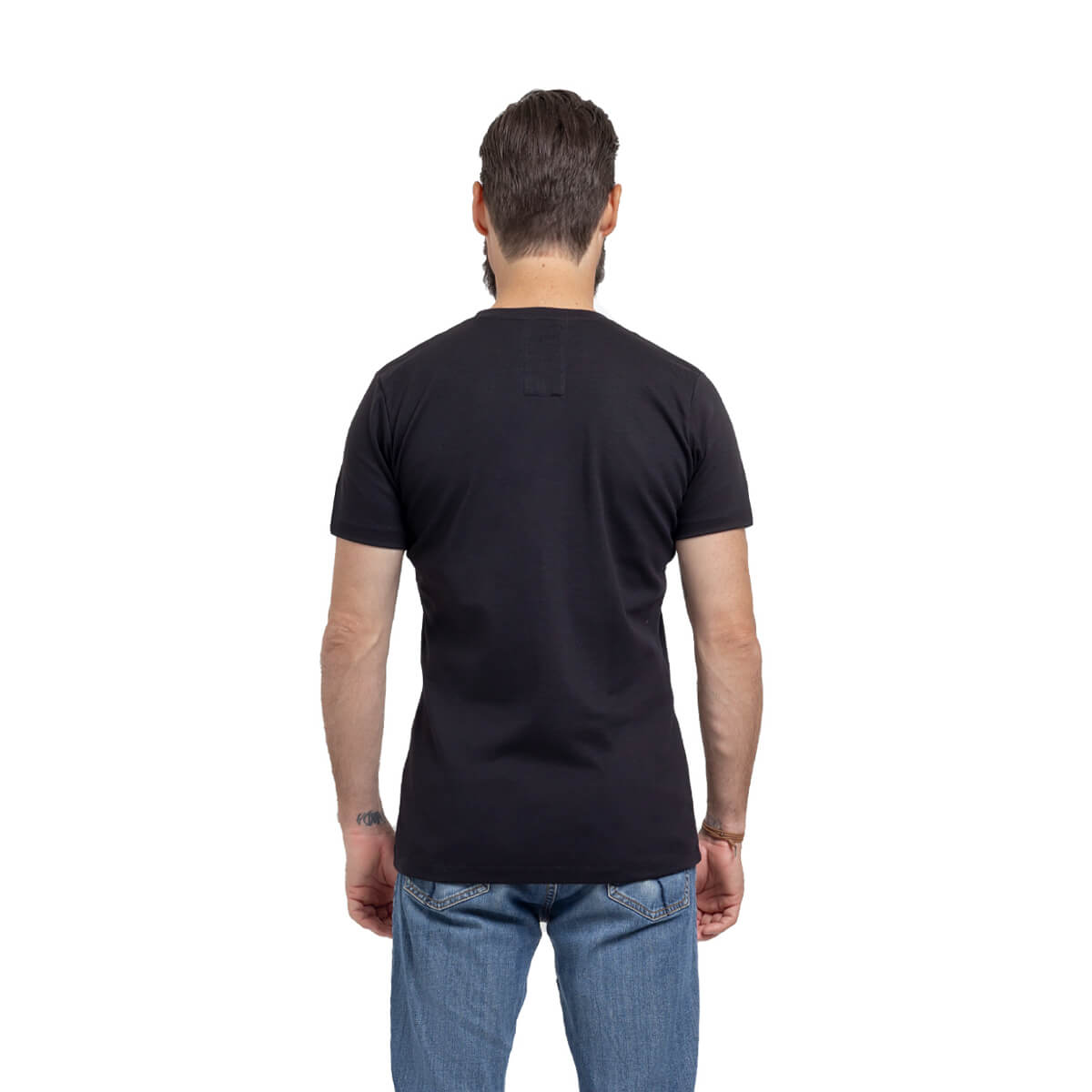 Franela esencial cuello redondo negro hombre espalda