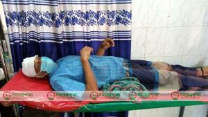 বাগেরহাট মোংলায় ব্যবসায়ীকে পিটিয়ে মারাত্মকভাবে আহত