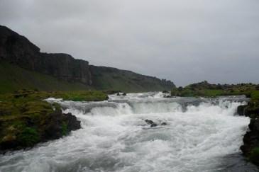 Esto se encontraba justo al lado de la carretera. Es increíble todo lo que te encuentras al conducir por Islandia.