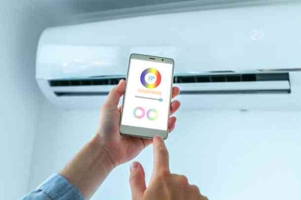 mobile-application-phone-adjusting-temperature-air-conditioner-smart-house_1