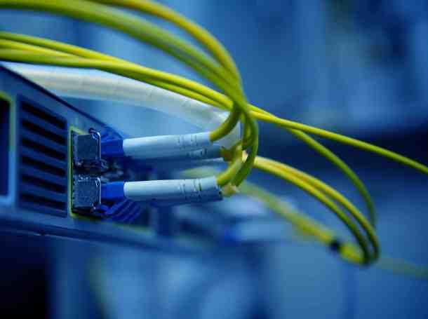 network-optical-fiber-cables-hub (1)