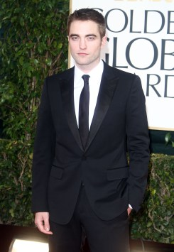 Robert Pattinson Aux Golden Globe 2013 - Red Carpet- 0008