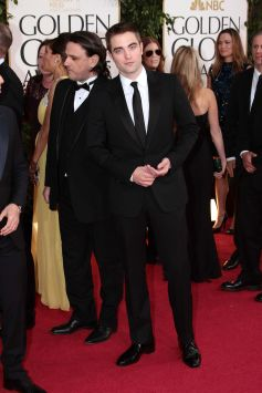 Robert Pattinson Aux Golden Globe 2013 - Red Carpet- 0010