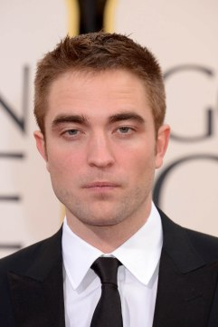 Robert Pattinson Aux Golden Globe 2013 - Red Carpet- 0024