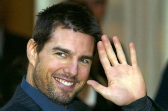 535910_american-actor-tom-cruise-waves-at-the-end-of-a-photocall-at-the-hotel-ritz-in-paris-january-9-200