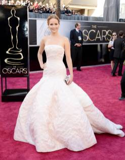 Jennifer Lawrence - Le Red Carpet de la 85eme Cérémonie des Oscars 007