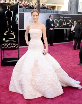 Jennifer Lawrence - Le Red Carpet de la 85eme Cérémonie des Oscars 007