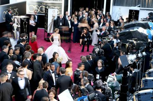 Jennifer Lawrence - Le Red Carpet de la 85eme Cérémonie des Oscars 011