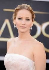 Jennifer Lawrence - Le Red Carpet de la 85eme Cérémonie des Oscars 012