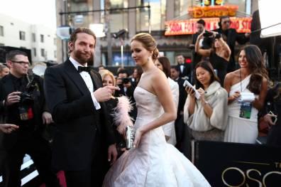 Jennifer Lawrence - Le Red Carpet de la 85eme Cérémonie des Oscars 027