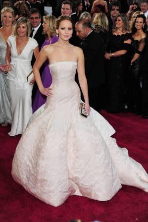 Jennifer Lawrence - Le Red Carpet de la 85eme Cérémonie des Oscars 035