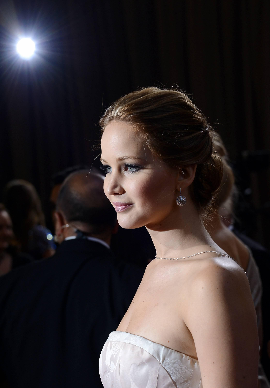 Jennifer Lawrence - Le Red Carpet de la 85eme Cérémonie des Oscars 038