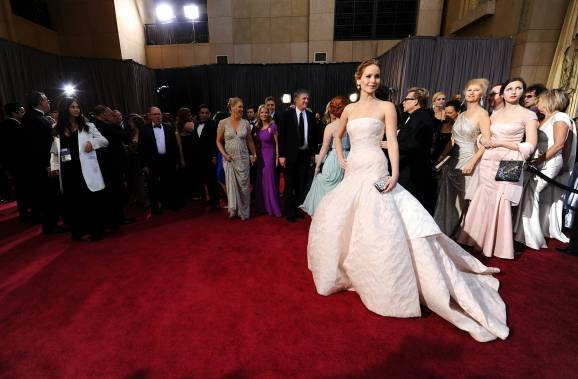 Jennifer Lawrence - Le Red Carpet de la 85eme Cérémonie des Oscars 039