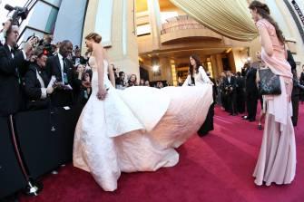 Jennifer Lawrence - Le Red Carpet de la 85eme Cérémonie des Oscars 043