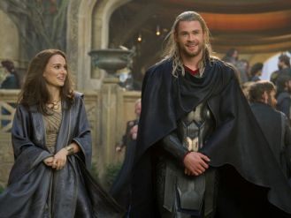 thor-the-dark-world-chris-hemsworth-natalie-portman