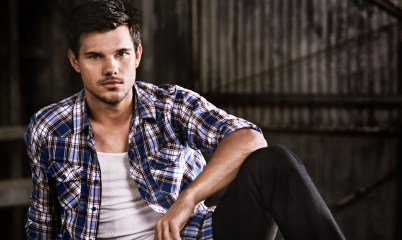 Taylor Lautner pour Bench 03