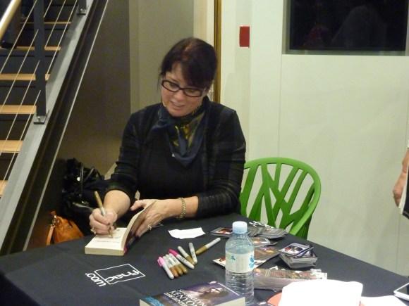 Sherrilyn Kenyon - Paris - 14-09-13 - 077