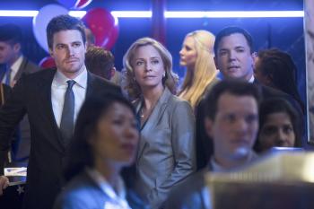 Arrow - S02E20 - Oliver et Moira