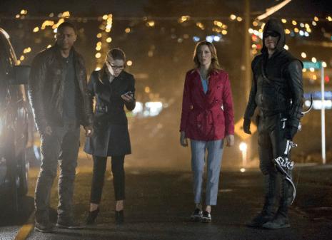 Arrow - S02E22 - Oliver et son épuipe