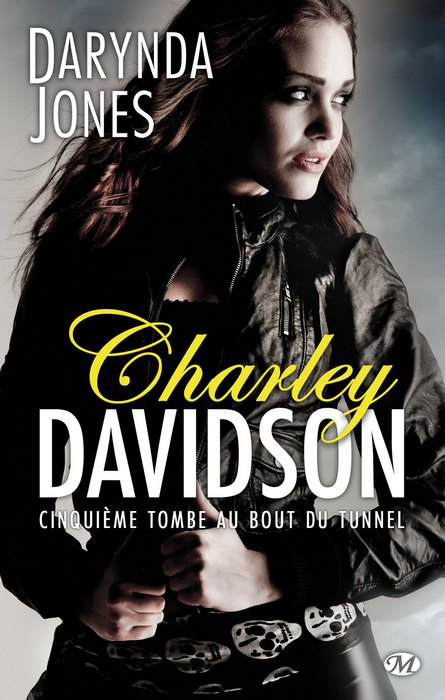 Chronique du Tome 5 : http://songedunenuitdete.com/2014/08/16/cinquieme-tombe-au-bout-du-tunnel-de-darynda-jones/