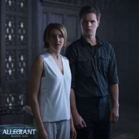 Divergente 3 - Allegiant - still 4 - Tris et Caleb