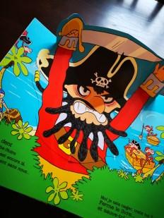 Au Secours ! Un pirate sans pitié de Orianne Lallemand et Laurent Audouin
