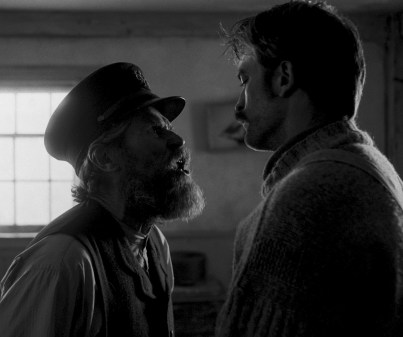 Williem Dafoe and Robert Pattinson in director Robert Eggers THE LIGHTHOUSE. Credit : A24 Pictures