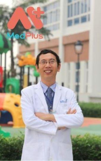 Bác sĩ Tiến chuyên khám tổng quát cho trẻ hàng đầu TPHCM