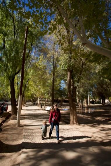 BARREAL / Promenade autour de la Plaza de Armas. Chaque village/ville marque son centre avec une grande Plaza de Armas où nous trouvons de quoi faire courir les enfants et nous connecter à internet ;-)
