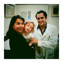 CORDOBA / visite de contrôle avec le docteur Sanchez. Tout va bien. Bon là, Nils n'a pas trop envie de faire une photo avec le gentil docteur...